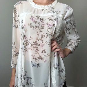 LC Lauren Conrad Floral White Top Size XXL